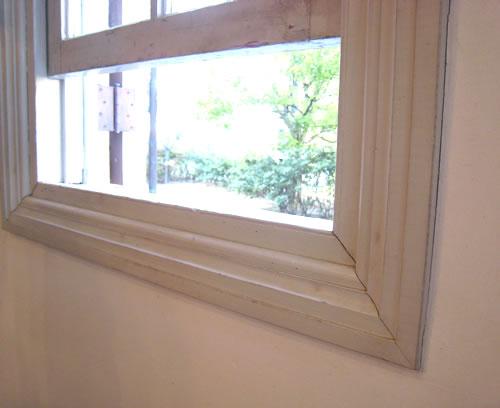 洋館造りの窓