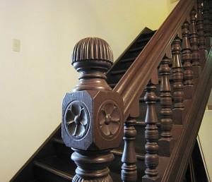 階段手摺の彫刻