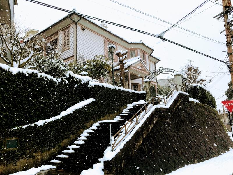 雪化粧された南山手地区町並み保存センター